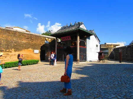 -7- ナーチャ廟と旧城壁.JPG